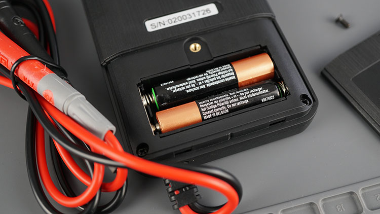 Mustool MT111 Touch Screen Digital Multimeter Insert Batteries